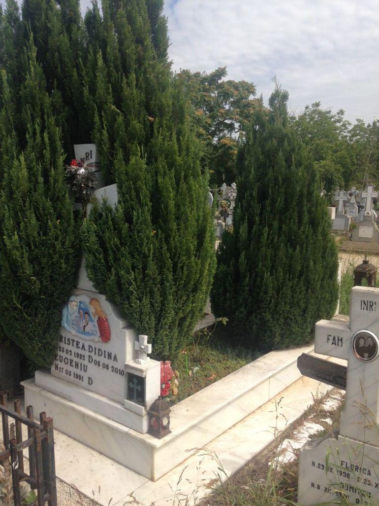 """Ce spun angajații cimitirului unde își doarme somnul de veci mama Gabrielei Cristea! """"Noi n-am văzut-o deloc pe Gabi la mormântul Didinei! Și stăm zi lumină aici!"""" EXCLUSIV"""