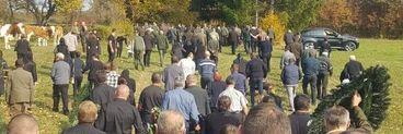 Imagini cutremurătoare de la înmormântarea pădurarului ucis de hoții de lemne! Liviu a fost îngropat la marginea pădurii în satul natal