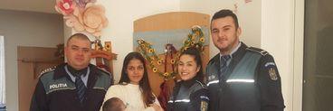 Clipe de groază pentru mama unui bebeluș de patru luni. Copilul a fost furat din parcarea unui supermarket din Satu Mare