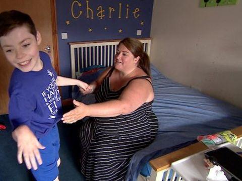 """S-a născut normal, dar de la 16 luni a rămas orb și cu paralizie cerebrală! Greșeala pe care a făcut-o tatăl lui o fac mulți părinți: """"L-am găsit cenușiu la față, în brațele lui"""""""