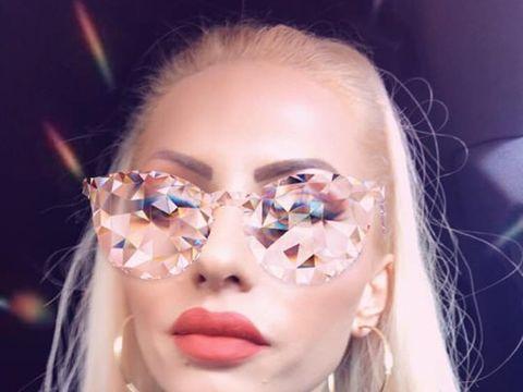 Nicoleta Guță și-a șocat fanii cu ultima apariție! Manelista s-a afișat cu o pereche de ochelari unicat! FOTO