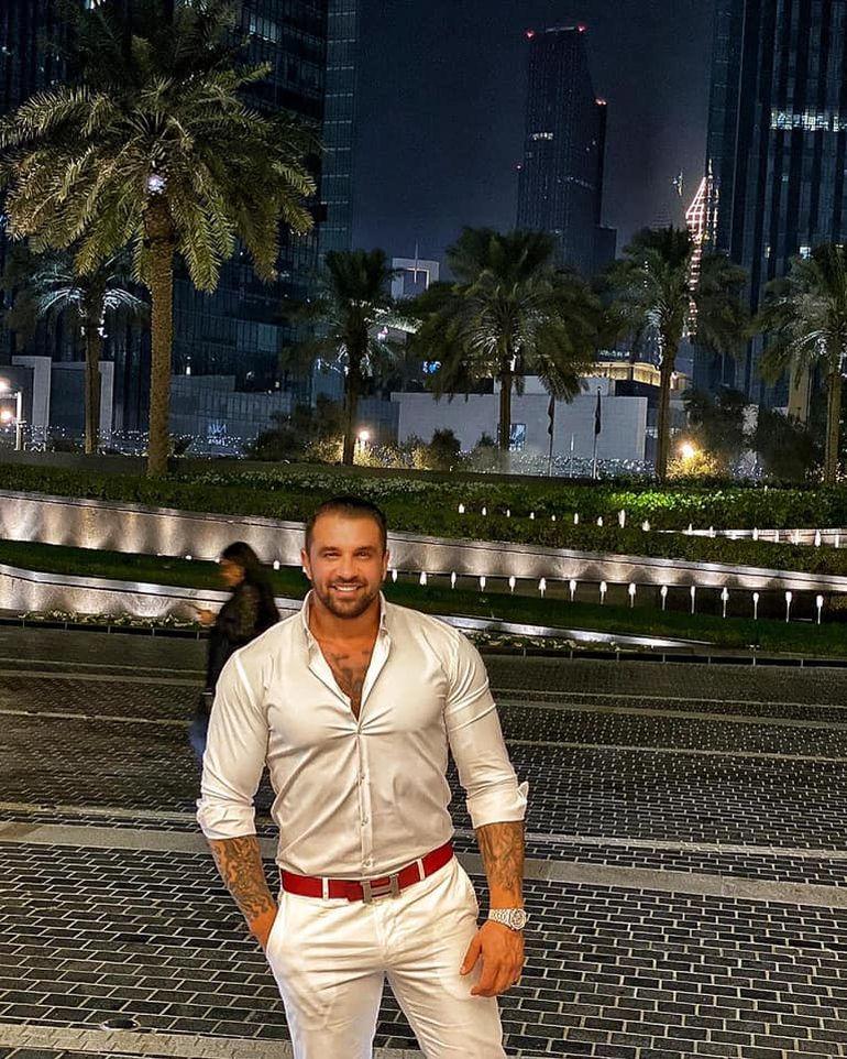 Alex Bodi se distrează în Dubai fără Bianca Drăguşanu! Afaceristul stă la un hotel luxos unde plăteşte o avere pentru cazarea pe o noapte!