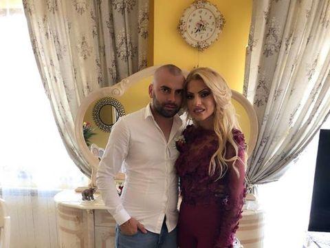 Fotografia care o va scoate din minţi pe Nicoleta Guţă! Uite-l pe Ionică, fostul soţ al manelistei, cum o îmbrăţişează pe femeia pentru care a părăsit-o pe Nicoleta!