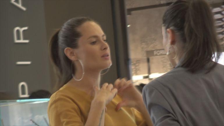 Raluka este mare amatoare de bijuterii! Am aflat ce preferă cântăreața VIDEO EXCLUSIV