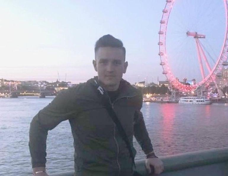 """Un tânăr român a plecat la muncă în Anglia! De două săptămâni, familia nu mai știe nimic de el: """"Au amenințat că-l vor decapita dacă spune ceva"""""""