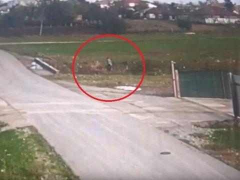 Ultimele imagini cu Iulian Bițică în viață. Este surprins momentul în care cade într-un bazin