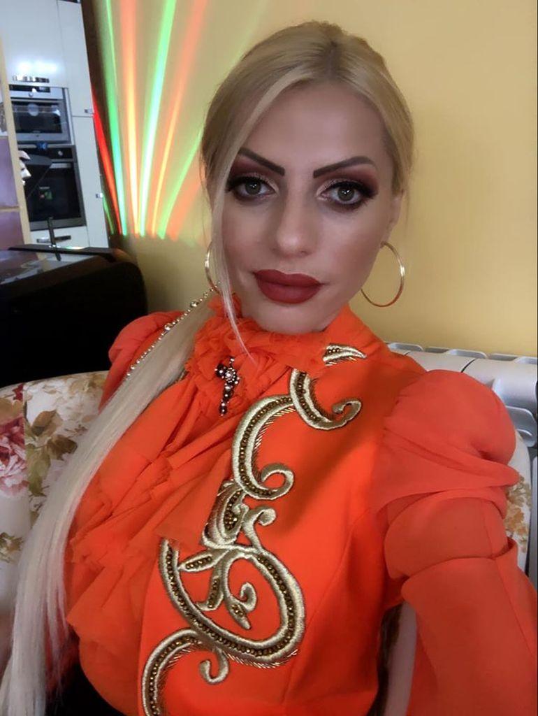 Apariție AIURITOARE a Nicoletei Guță în ziua alegerilor! Uite cum s-a îmbrăcat manelista la un eveniment FOTO