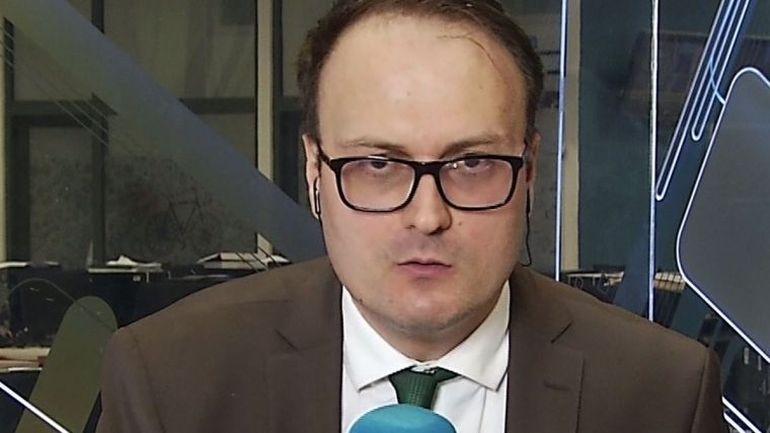 Alegeri prezidențiale 2019. Alexandru Cumpănașu, declarații șocante în fața secției de votare! Alături de el au fost părinții Alexandrei Măceșanu