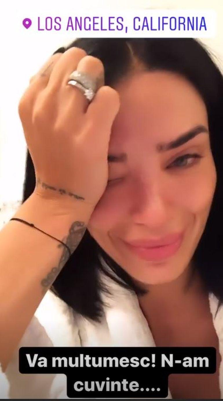 Adelina Pestrițu, în lacrimi! După ce a participat la E! People's Choice Awards s-a închis în baie și a plâns în hohote