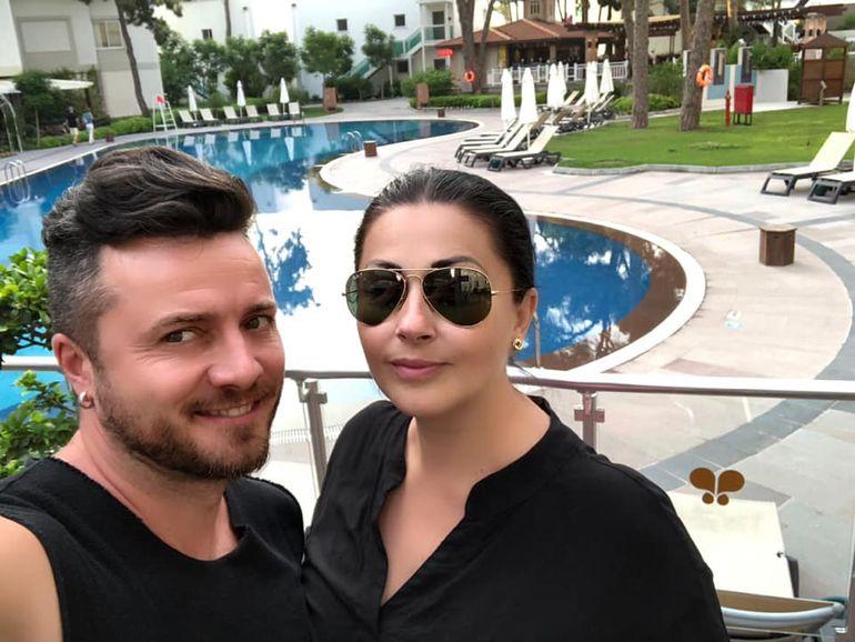 Gabriela Cristea şi Tavi Clonda sunt datori la bancă cu o sumă uriaşă! Cei doi s-au împrumutat separat, în aceeaşi zi!