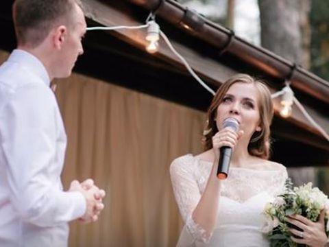 O mireasă a citit ca jurământ la nuntă mesajele trimise de logodnicul ei altei femei