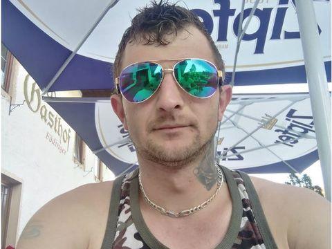 Andrei este tânărul care a provocat un accident grav în Câmpulung Moldovenesc! A omorât doi oameni, iar unul era prietenul său, însă a fugit de la locul accidentului