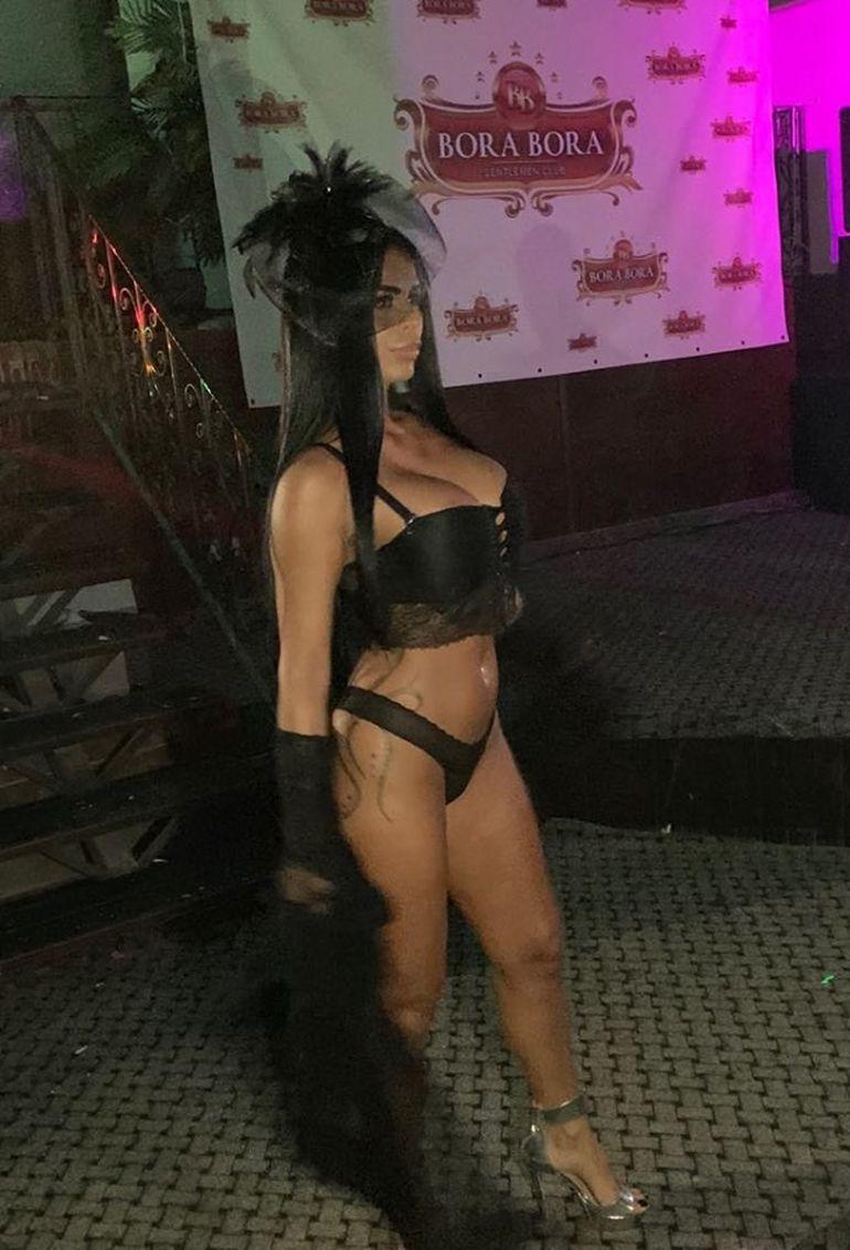 Fosta iubită a lui Leo de la Strehaia, bruneta Renata, show total într-un club de striptease