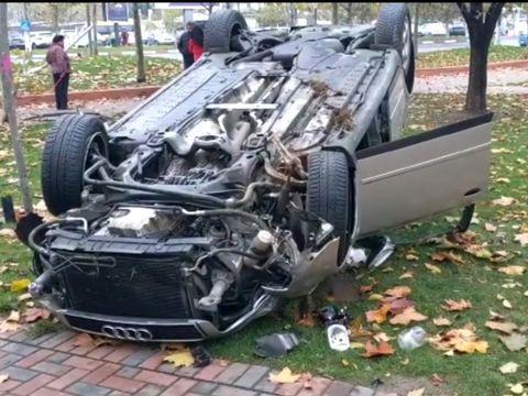 Accident bizar în București. Au găsit autoturismul răsturnat într-un părculeț din zona Timpuri Noi