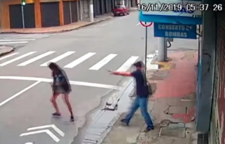 Împușcată mortal în plină stradă. Ce s-a observat apoi lângă trupul ei neînsuflețit