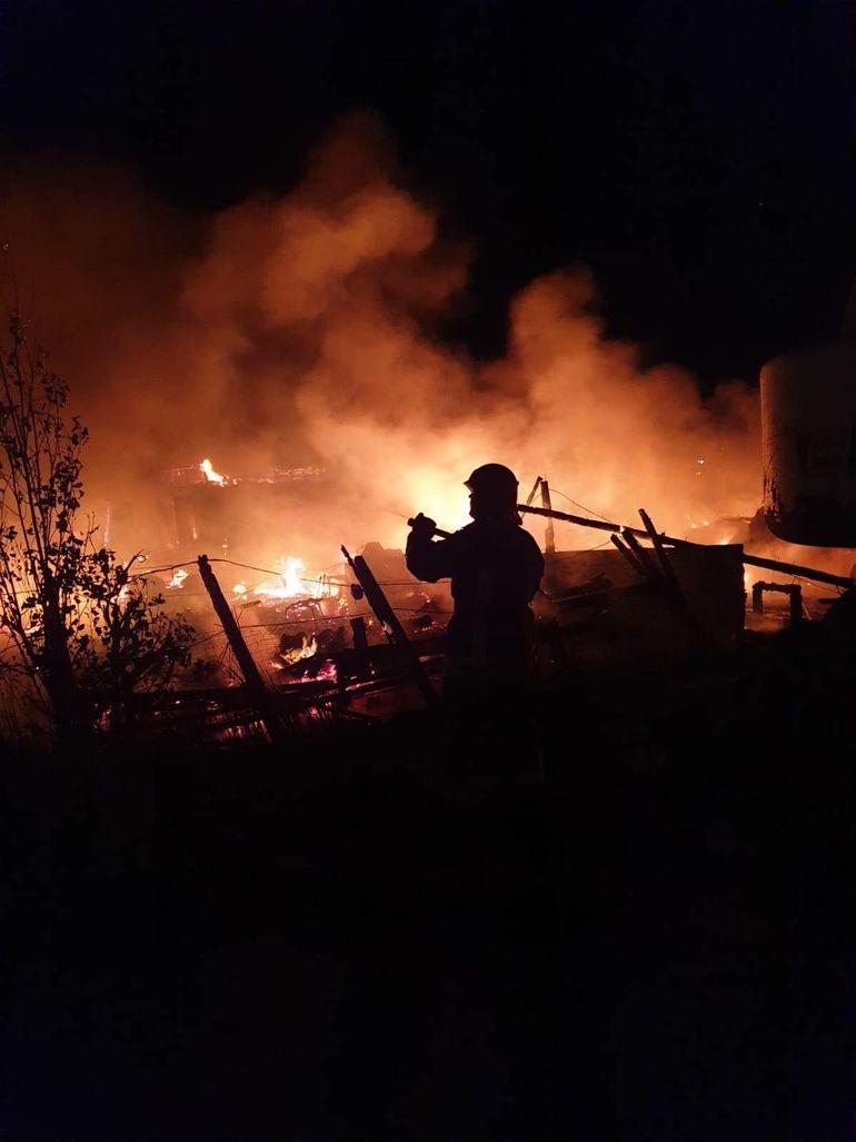 Incendiu uriaș la Năvodari. Pescăria lui Ilie a ars din temelii. Pagubele sunt uriașe