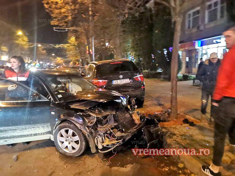 Incident grav în Vaslui! Cursa de întrecere dintre doi șoferi s-a terminat cu distrugerea a șase mașini
