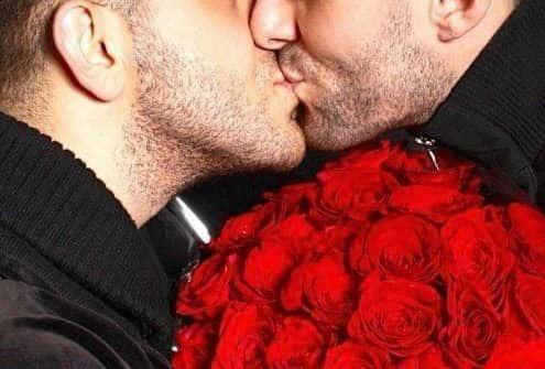 Nuntă mare în showbiz-ul românesc! Se însoară cu iubitul!