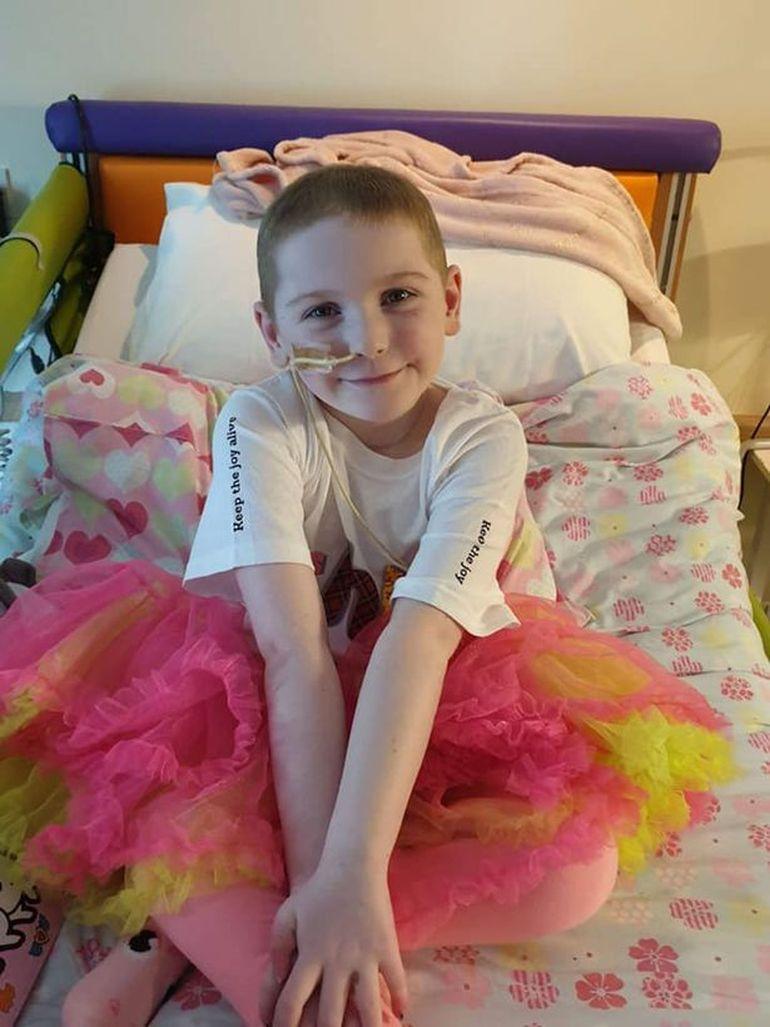 O fetiță de 8 ani și-a organizat singură înmormântarea după ce a fost diagnosticată greșit