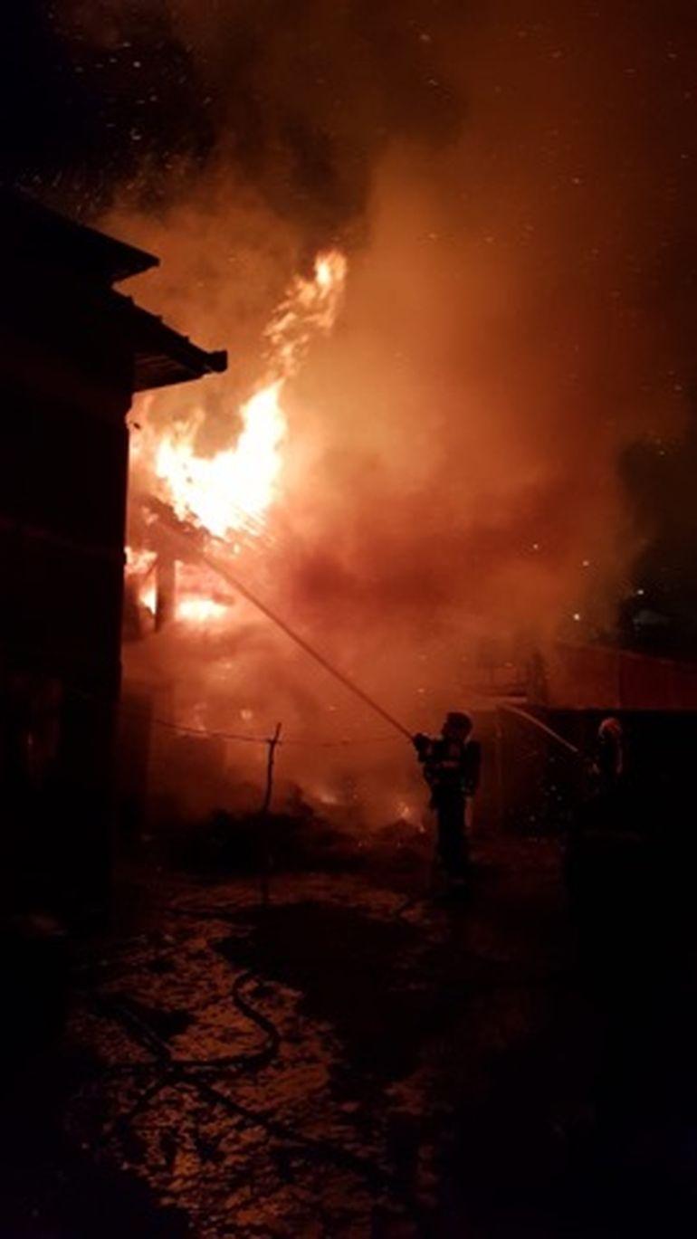 Incendiu puternic, în noapte de Revelion, din cauza artificiilor