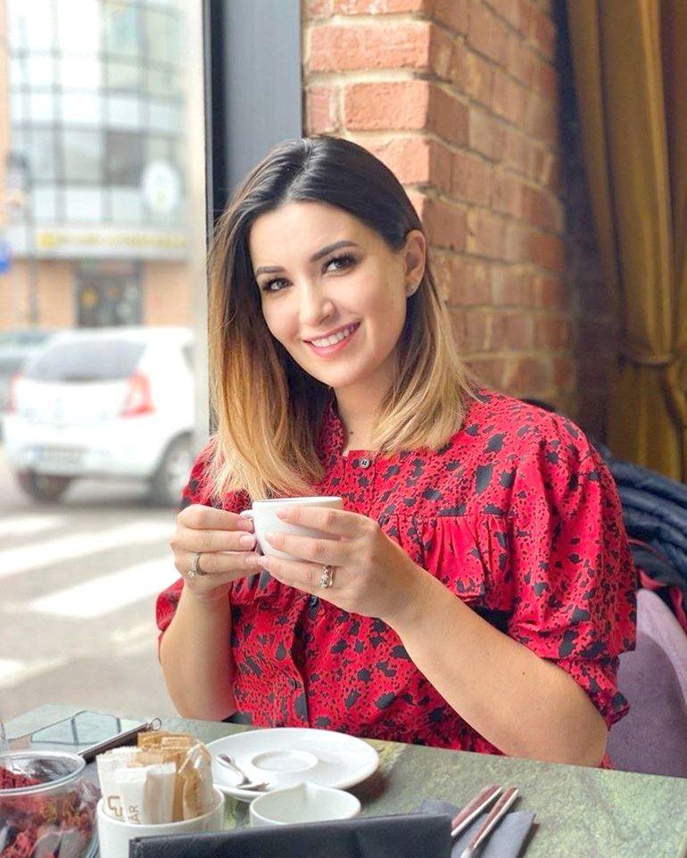 Cum își îngrijește Ela Crăciun părul! 5 secrete care nu costă mult!