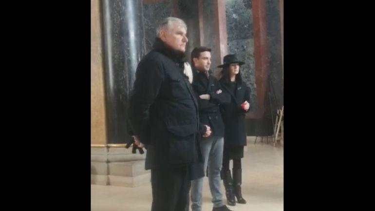 Primele imagini de la capela unde este depusă Cristina Țopescu! Lângă sicriu este fratele ei! Cine este prima vedetă care a ajuns la cimitir FOTO&VIDEO