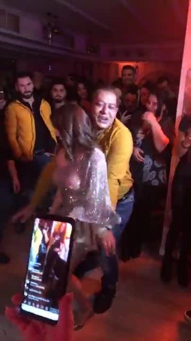 Veronica din Blegești - Vulpița, show total înconjurată de bărbați, la manele! VIDEO