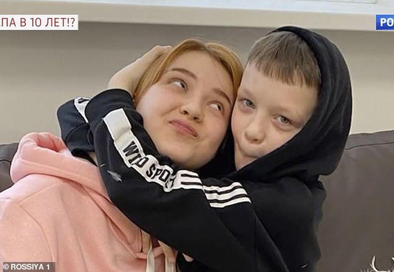 """Darya, fetița de 13 ani însărcinată cu un băiețel de 10 ani, a povestit cum s-a întâmplat: """"Ivan mi-a spus că s-a îndrăgostit. Am încercat să..."""""""