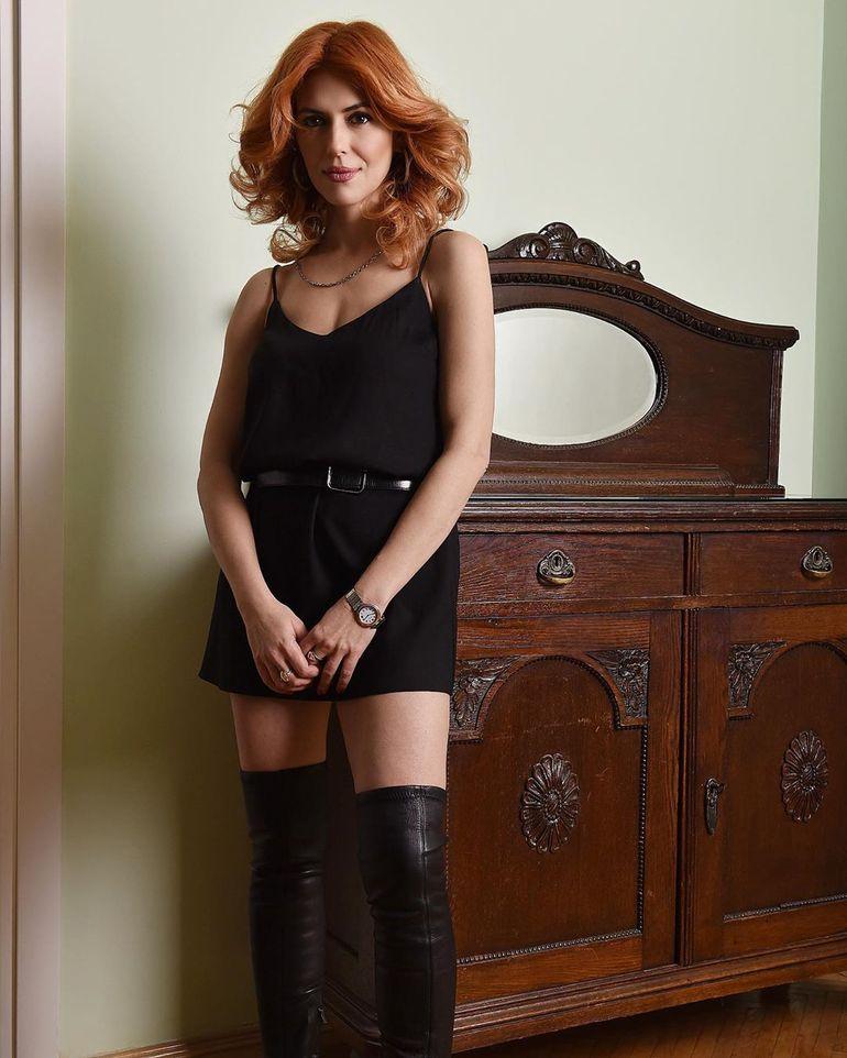 Ce sexy este fosta cumnată a Cristinei Ţopescu! Raluca e fotomodel la 40 de ani şi se află în plin divorţ de Cristi, fratele Cristinei!