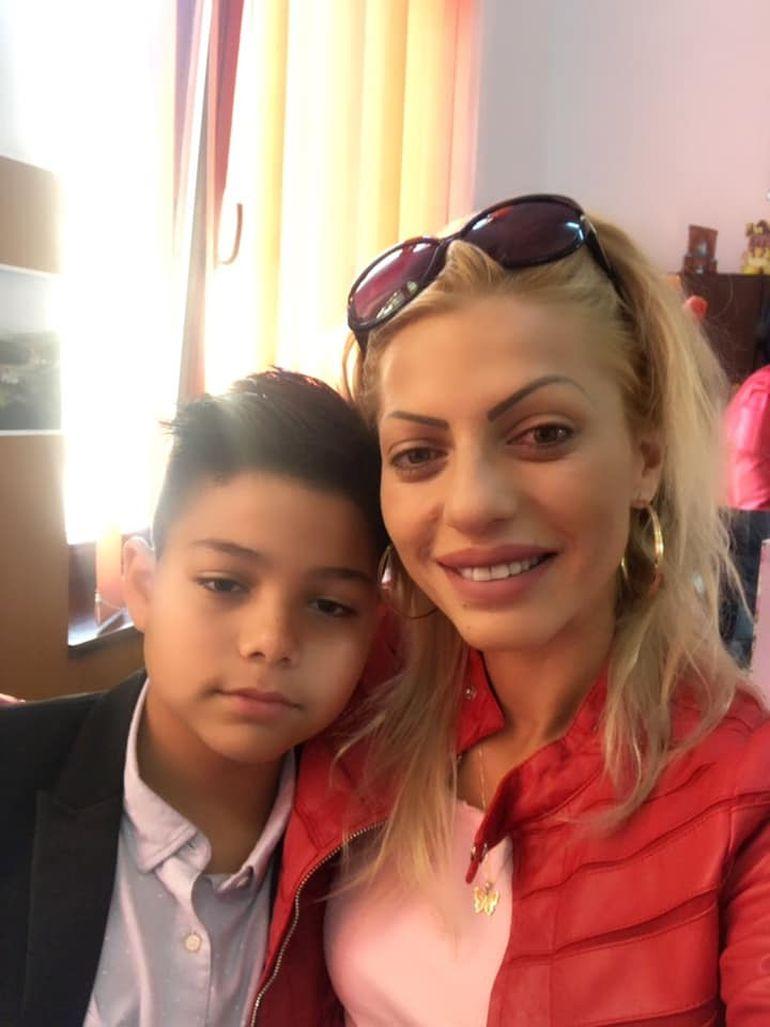 Nicoleta Guță s-a dus nemachiată la școala lui Nicolas, băiatul ei cel mic! Vezi cum arată manelista FOTO