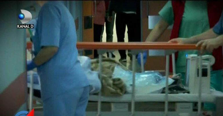 """Femeie moartă după 16 ore de așteptare și chin, într-un spital plin de medici.  Mărturia cutremurătoare a fiului pacientei: """"A murit pe un scaun"""""""