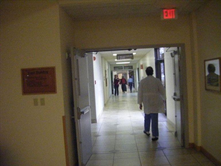 Șocant! Ce s-a descoperit la necropsia femeii de 70 de ani, care a murit după 16 ore de așteptare într-un spital