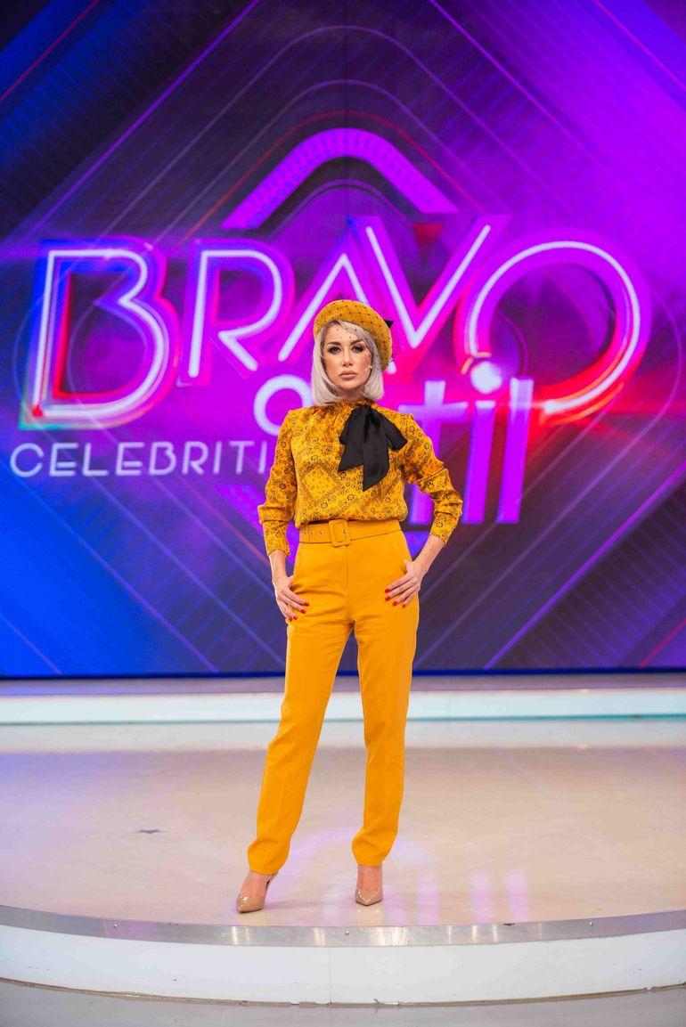 """Raluca Tănase de la """"Bravo, ai stil! Celebrities"""", în cea mai sexy ținută în care ai văzut-o până acum! A purtat doar un sacou descheiat și nimic pe dedesubt"""