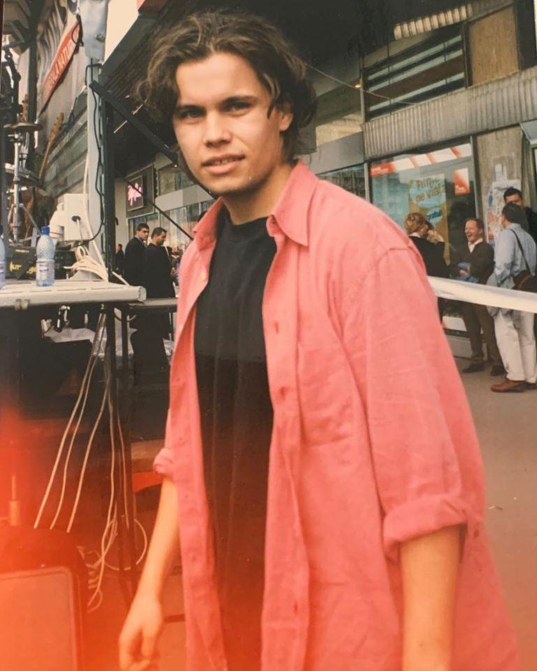 """Radu Almășan, solistul trupei Bosquito, a început să muncească la 13 ani: """"Am filmat și înrmormântări"""""""