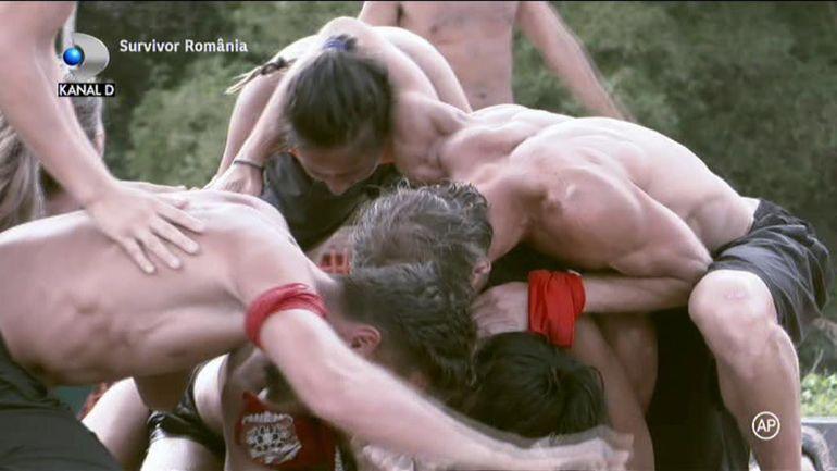 Răsturnare de situație la Survivor România! Războinicii au pierdut pentru prima dată competiția, însă tensiunile din tabăra adversă continuă. Elena Ionescu dă cărțile pe față