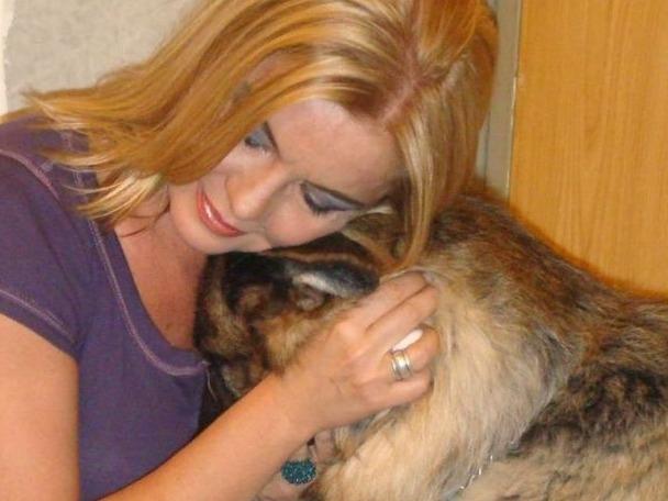 Câinii rămași în viață ai Cristinei Țopescu fac terapie, după moartea jurnalistei