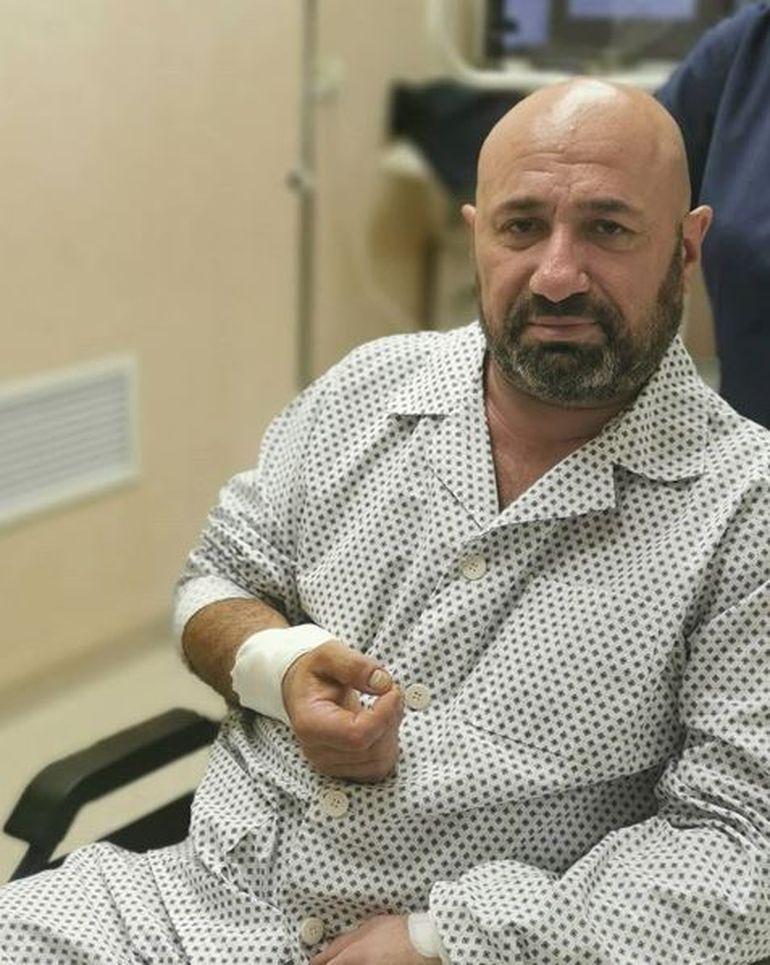 Chef Cătălin Scărlătescu, de urgență la spital! Ce mesaj a transmis după ce a fost fotografiat în scaunul cu rotile