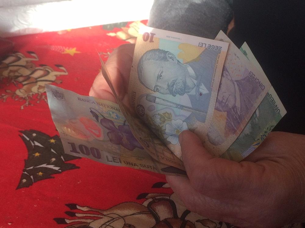 Ce se întâmplă cu banii românilor înainte de sărbătorile pascale!