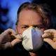 Purtarea mijloacelor de protecţie a gurii şi nasului, obligatorie în toate locurile publice închise din judeţul Botoşani