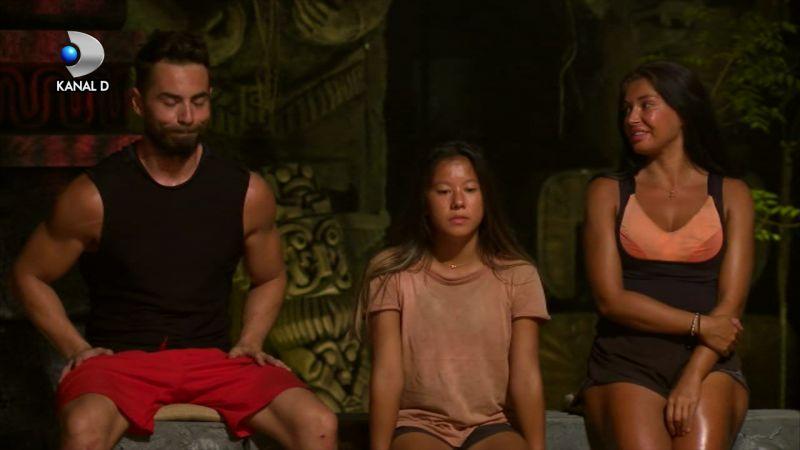 Elena n-a mai evitat subiectul fierbinte de la Survivor - https://bit.ly/3bVUiIL  Ce a fost și este între ea și Sonny Flame