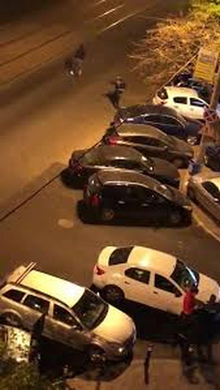 Ce riscă polițistul care a lovit cu pumnii un bucureștean în plină epidemie de COVID-19? Scandalul de pe Internet e nimic, urmările ar putea fi mult mai grave