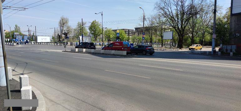 Grija primarilor din București în pandemie: să planteze copaci în intersecții! Pe Podul Cotroceni au apărut coniferele