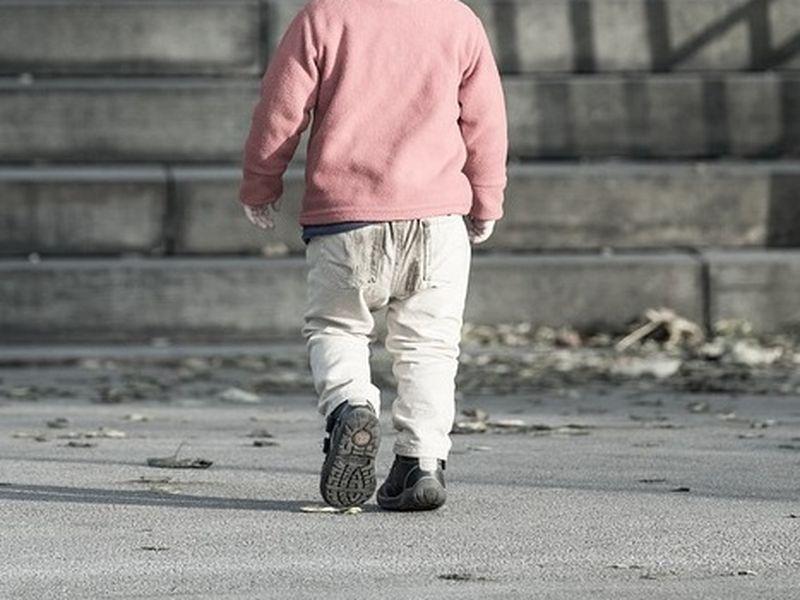 Un băiețel de cinci ani a fugit de acasă pentru a-și găsi mama
