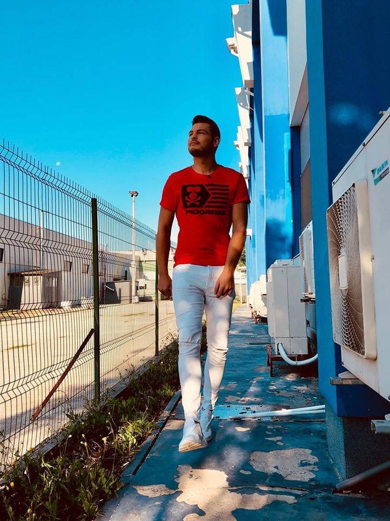 """Răzvan Botezatu suferă în carantină: """"După ce se termină, primul lucru va fi să fac sex cu iubitul meu"""""""