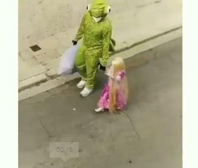 Imagini inedite! Cum a ales să-și distreze un tătic fetița în timpul pandemiei. Videoclipul este viral pe social media