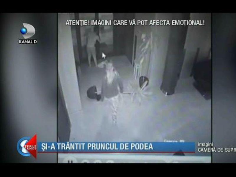 Imagini șocante! Momentul în care italianca își trântește bebelușul
