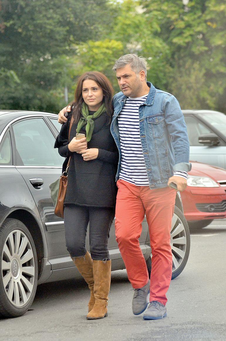 A vânat-o mult timp pe Alexandra Dinu, dar a ajuns să se însoare cu o fată simplă din Botoșani. Cum arată soția lui Mircea Radu, cu 20 de ani mai tânără ca el