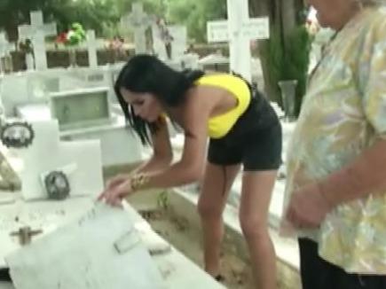 Margherita de la Clejani a ȘOCAT o țară întreagă! S-a dus la cimitir și...Continuarea întrece orice imaginație