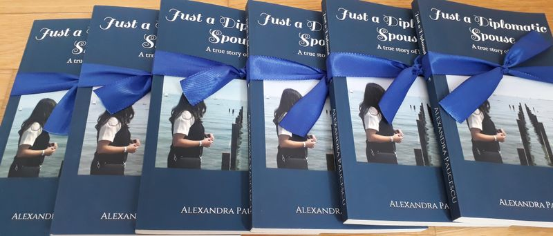 alexandra-paucescu-just-a-diplomatic-spouse-carte-amazon