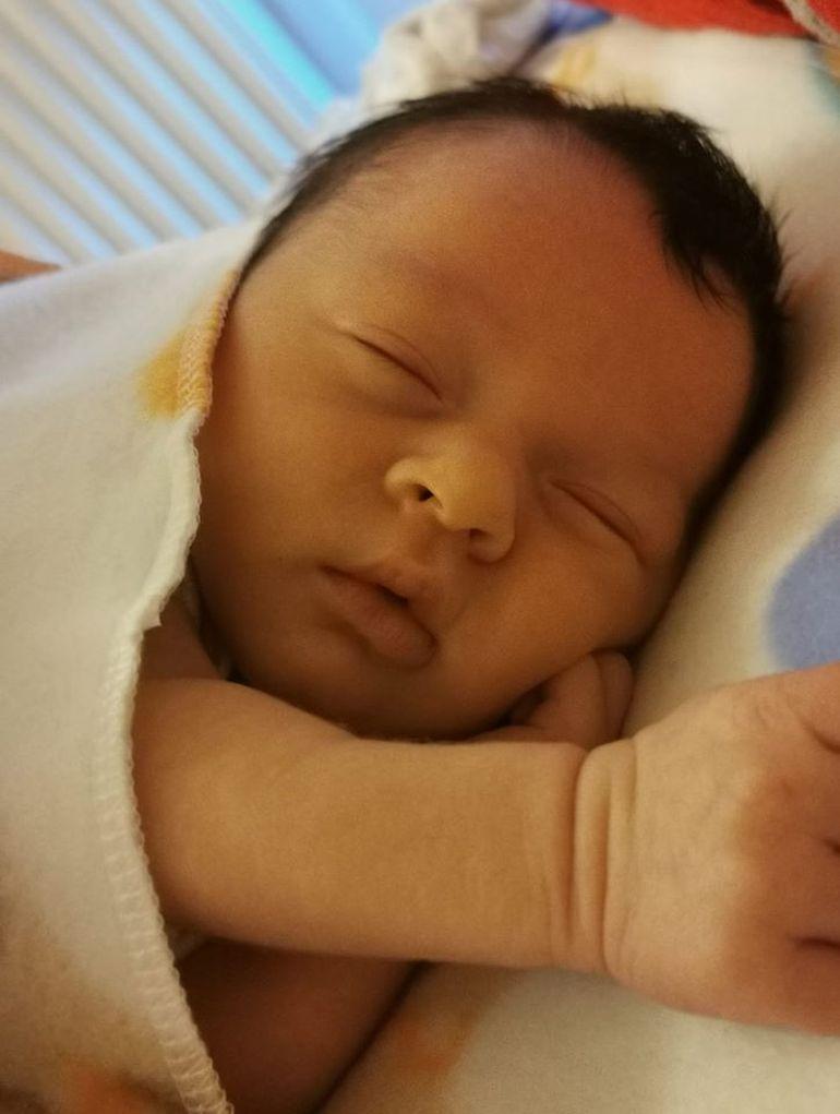 Veste mare pentru fanii MPFM! Doi dintre cei mai iubiți concurenți au devenit părinți! Prima fotografie cu bebelușul